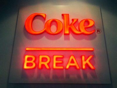 insegna-luminosa-coca-cola-milano