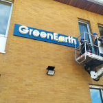 installazione-insegna-green-earth-milano-gmvision